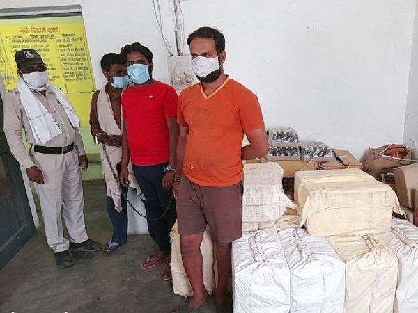 36 पेटी नशीली कफ सिरप के साथ तीन आरोपी - Dainik Bhaskar