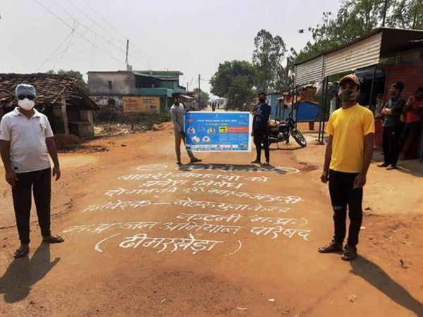 गांव में बाहरी लोगों का आना बंद कर दिया गया।