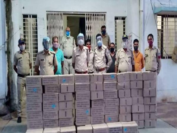 70 पेटी शराब के साथ मऊगंज पुलिस - Dainik Bhaskar