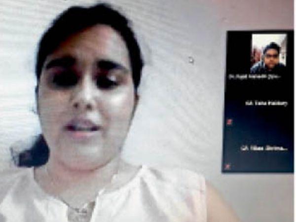वर्चुअल प्रोग्राम में डॉ. दिव्या प्रश्नों के जवाब देते हुए। - Dainik Bhaskar