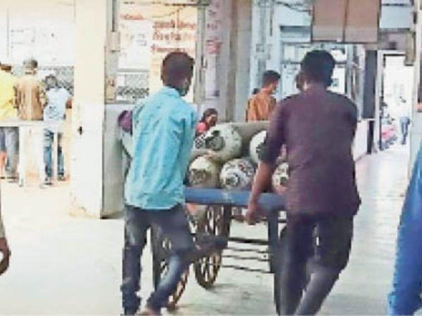 राजनांदगांव.हॉस्पिटल्स में ऑक्सीजन को लेकर अब भी आपाधापी जारी है। - Dainik Bhaskar