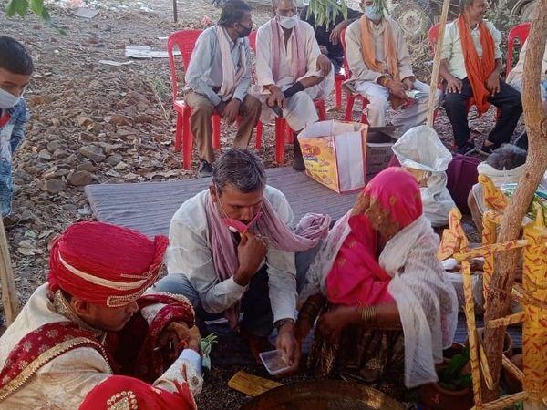 चाचा-चाची नहीं हो पाए शादी में शामिल। - Dainik Bhaskar