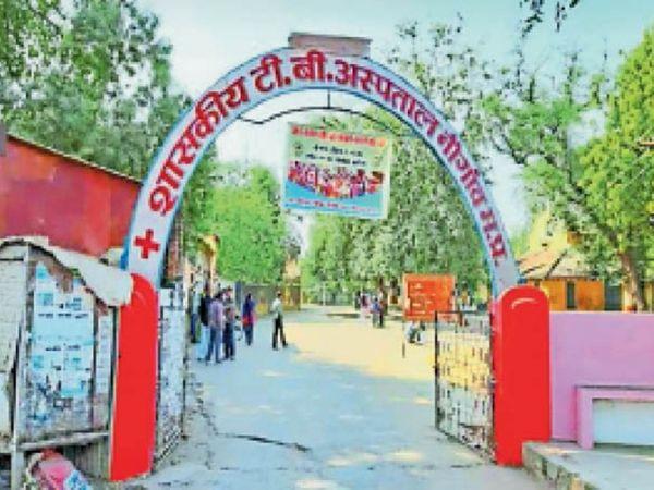 गुजरात के सूरज हीरा फाउंडेशन ट्रस्ट 30 बैड का कोविड केयर आईसीयू सेंटर तैयार कर रहा है। - Dainik Bhaskar