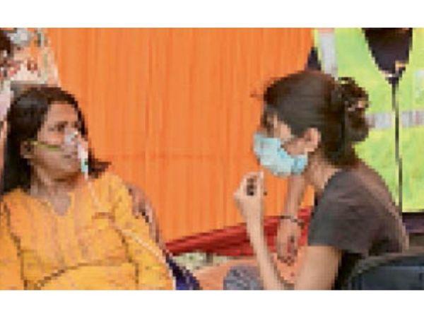 गुड़गांव. घर में उपचार लेती कोरोना पीड़िता। - Dainik Bhaskar