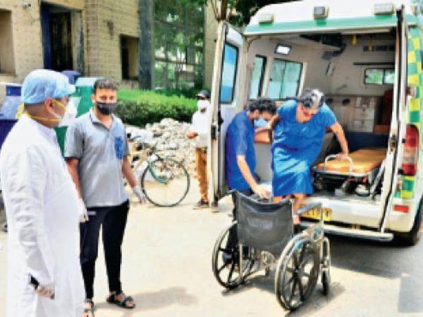 सरकंडा से आई महिला मरीज को विधायक के कहने पर भर्ती किया गया। - Dainik Bhaskar