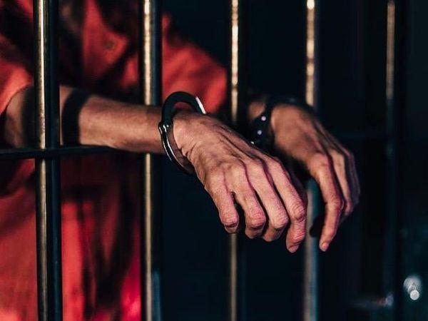 पूछताछ के दौरान आरोपी ने माना कि वह ट्रांसपोर्ट का काम भी करता था। - Dainik Bhaskar