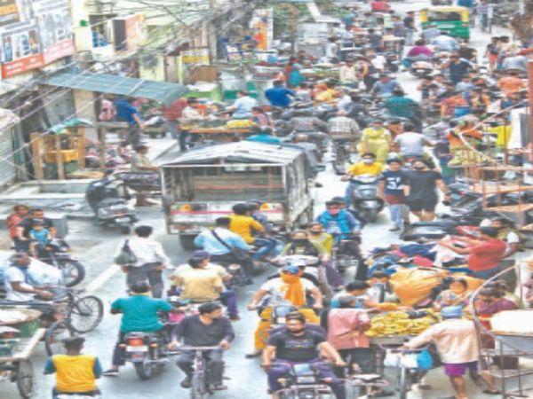 तस्वीर जालंधर के भार्गव कैंप इलाके की है। - Dainik Bhaskar