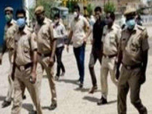 बेवजह घूमने वालों को पकड़ रही पुलिस। - Dainik Bhaskar