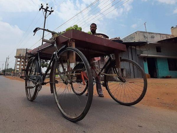 साइकिल के इस जुगाड़ में सभी का ध्यान अपनी ओर खींचा।