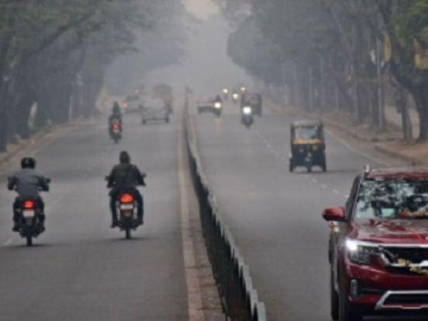 रांची में मंगलवार सुबह से ही आसमान में बादल छाए हुए हैं। ठंडी हवा से मौसम सुहाना हो गया है। - Dainik Bhaskar