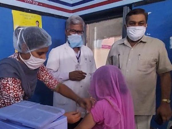 श्रीकोलायत में वैक्सीनेशन। - Dainik Bhaskar