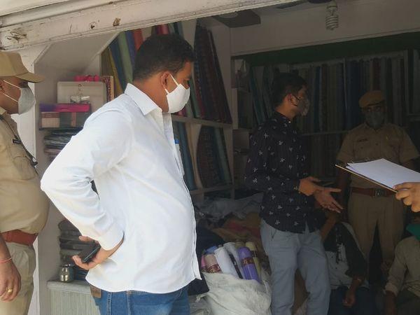 बालोतरा एसडीएम के नेतृत्व में बाजार में खुली दुकानों को सीज किया गया। - Dainik Bhaskar