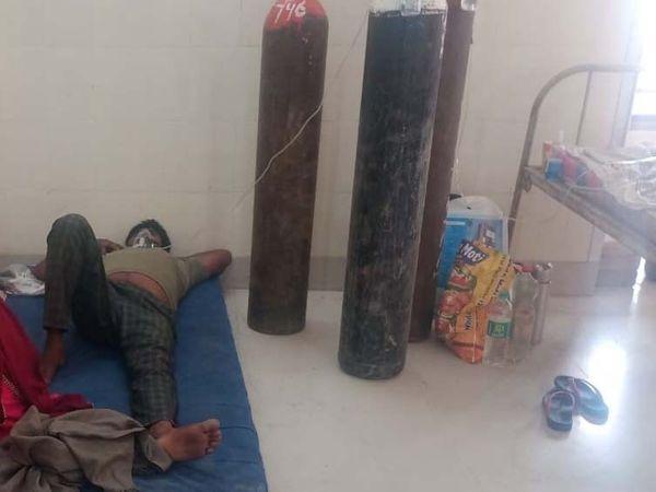 श्रीगंगानगर के कोविड डेडिकेटेड अस्पताल में भर्ती  रोगी। - Dainik Bhaskar