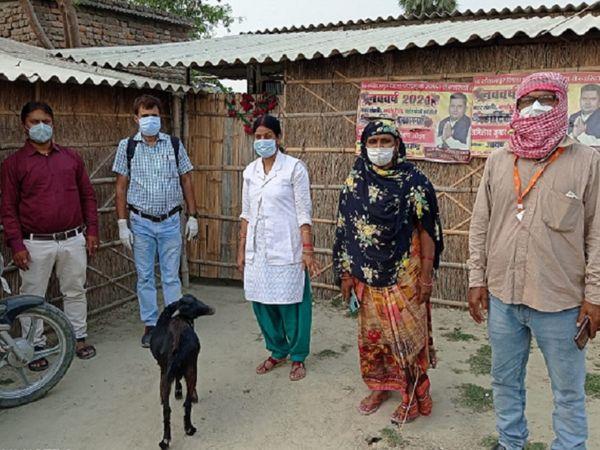 गांव से दिनभर बैठकर वापस हो गई वैक्सीनेशन टीम।