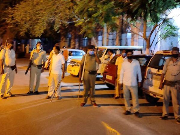 PMCH में जिस जगह शाम में गोलीबारी की शुरूआत हुई, वहां से चंद कदमों की दूरी पर पुलिस की चौकी है। - Dainik Bhaskar