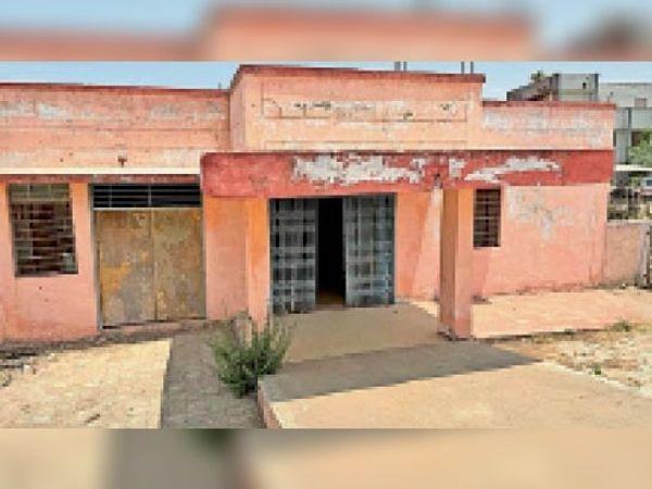 बांसवाड़ा, सीएमएचओ कार्यालय के पास बना वैक्सीन भवन। - Dainik Bhaskar