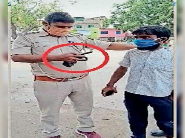 ट्रैफिक जमादार अरुण सिंह ने हथियार के साथ युवक को गिरफ्तार किया। - Dainik Bhaskar