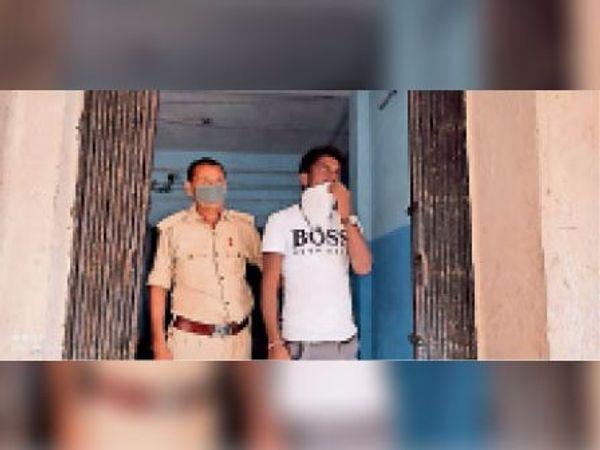 गिरफ्तार जुआरी। - Dainik Bhaskar
