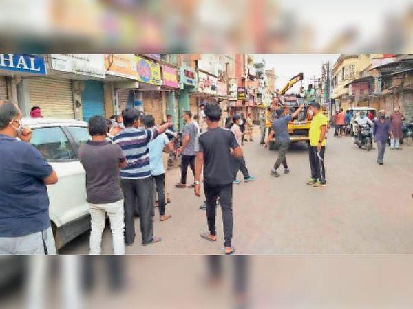 लॉकडाउन के बावजूद सुबह युवा बेवजह घूम रहे है। 3 दिन में 195 लोगों के खिलाफ चालानी कार्रवाई की। - Dainik Bhaskar