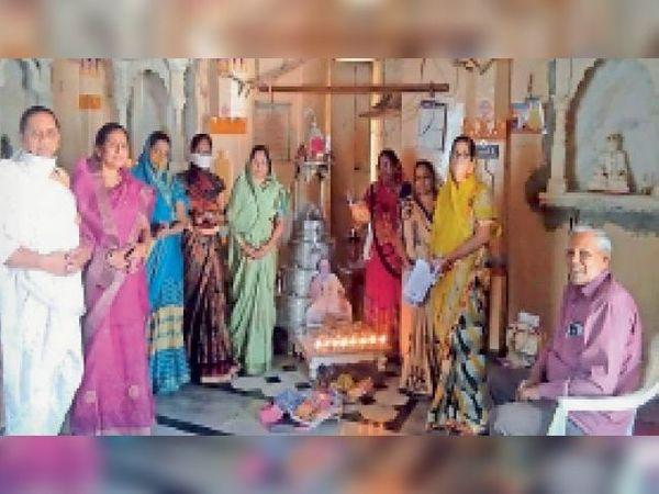 आचार्यश्री जयंतसेनसूरिजी की पुण्यतिथि पर घरों में की आराधना - Dainik Bhaskar