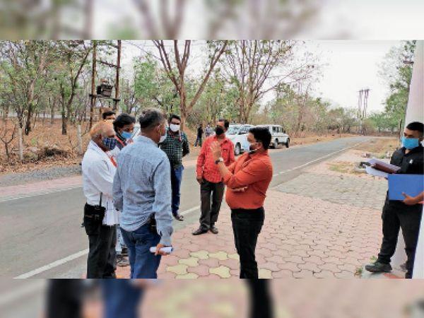 सफाई मजदूर कांग्रेस सदस्यों ने आयुक्त से मुलाकात कर समस्या बताई। - Dainik Bhaskar
