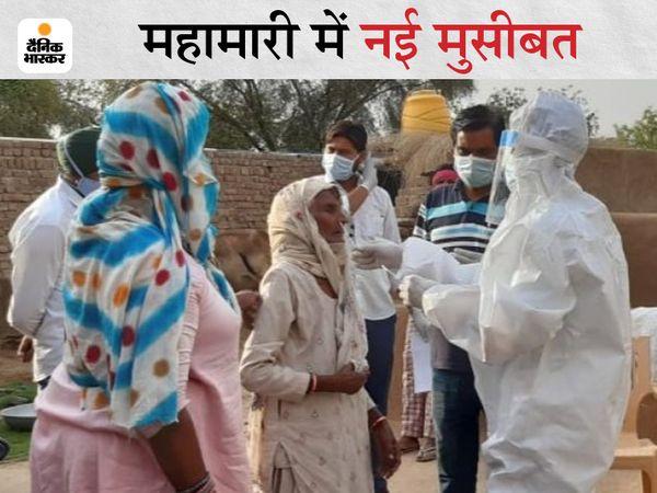 केंद्र पर सैंपल लेता स्वास्थ्य विभाग का कर्मचारी। - Dainik Bhaskar
