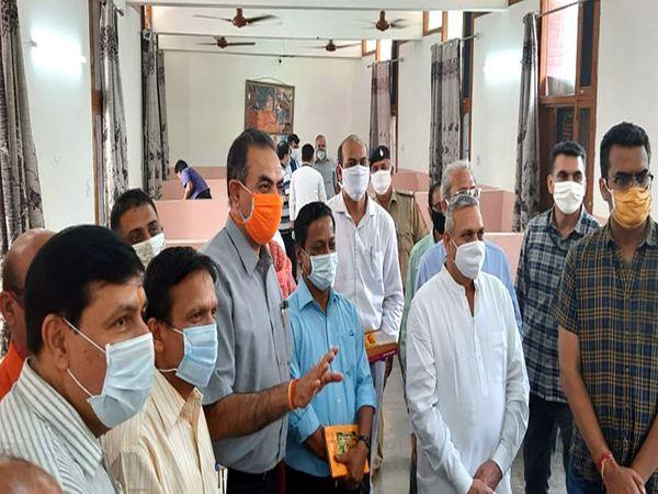 आज भारत विकास परिषद व कॉम्पिटेंट फाउंडेशन की ओर से इंदिरा हॉलीडे होम में कोविड केयर सेंटर का उद्घाटन किया गया। एडवाइजर ने कहा मरीजों को मदद मिलेगी। - Dainik Bhaskar