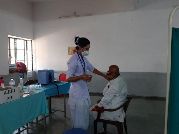 चित्तौड़गढ़। एक टीकाकरण केंद्र � - Dainik Bhaskar