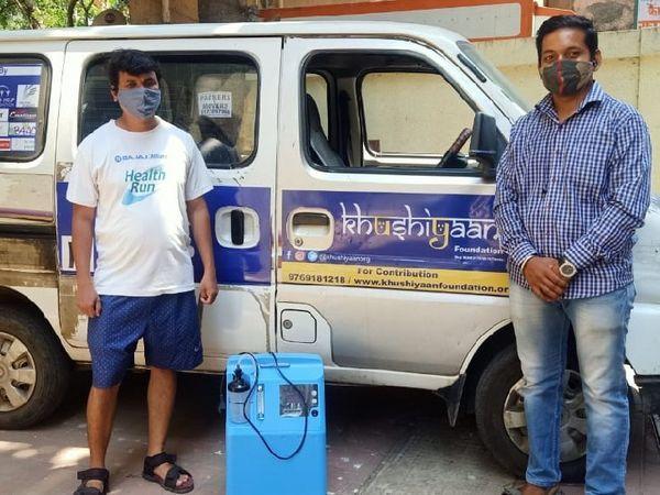 इसी गाड़ी से चीनू और उनकी टीम लोगों के घरों तक ऑक्सीजन पहुंचाती है।