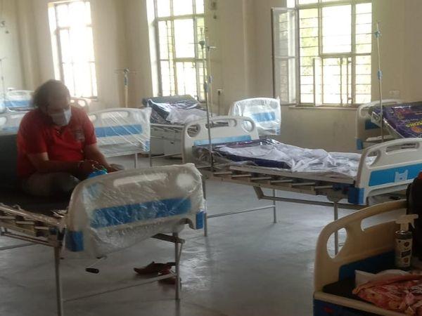 ग्यानु ने बताया कि जिस जगह भर्ती किया गया है वहां अभी भी 10-11 बेड खाली हैं।