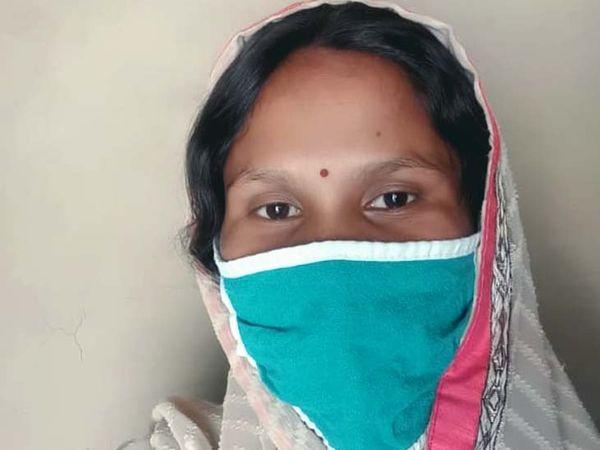 उषा देवी ने बताया कि कोरोनापॉजिटिव होने के बाद डॉक्टर की सलाह पर घर पर रही और कुछ दिनों बाद दोबारा टेस्ट कराने पर कोरोना निगेटिव की रिपोर्ट मिली। - Dainik Bhaskar