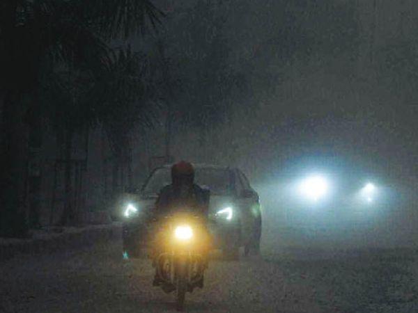 अम्बाला सिटी | अम्बाला में दोपहर 3:40 बजे आंधी के साथ अंधेरा छा गया। फिर बारिश शुरू हो गई। 3 एमएम बारिश से मौसम सुहाना हो गया। - Dainik Bhaskar