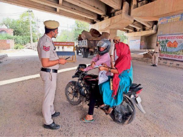 बाजार आए बाइक सवार को पुलिस ने रुकवाया तो दिखाया डॉक्टर का पर्चा। - Dainik Bhaskar