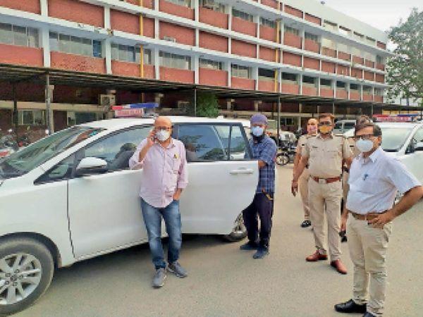 स्वास्थ्य विभाग को पुलिस द्वारा सौंपी गई गाड़ियां। - Dainik Bhaskar