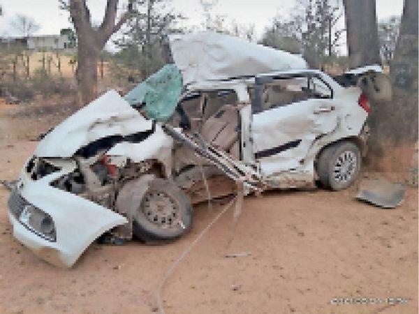 महेंद्रगढ़ में हादसे में क्षतिग्रस्त कार। - Dainik Bhaskar