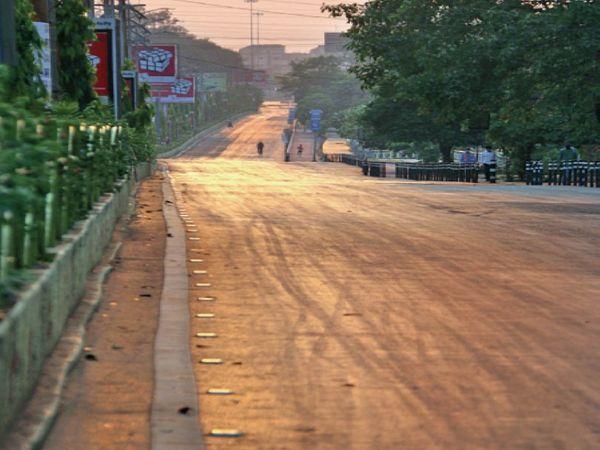 सड़कें अभी कुछ दिन और ऐसी ही, राज्य सरकार ने नए सिरे से लॉकडाउन की घोषणा कर दी है। पहले पांच मई तक लॉकडाउन था। - Dainik Bhaskar