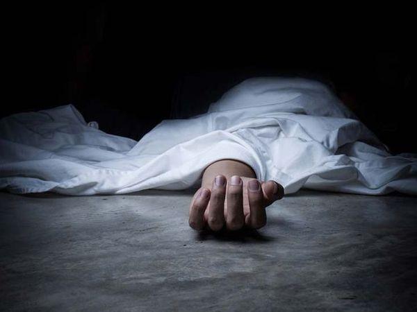 पुलिस ने उसे सिविल अस्पताल पहुंचाया, जहां डॉक्टरों ने व्यक्ति को मृत घोषित कर दिया। - Dainik Bhaskar