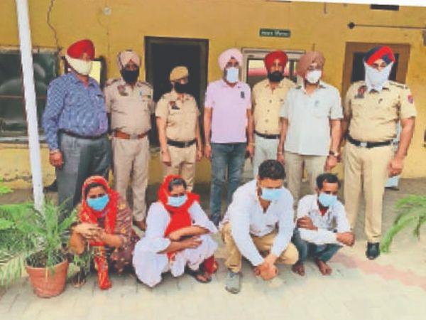 पकड़े हुए चारों आरोपियों को अदालत में पेश कर रिमांड पर लिया है। - Dainik Bhaskar