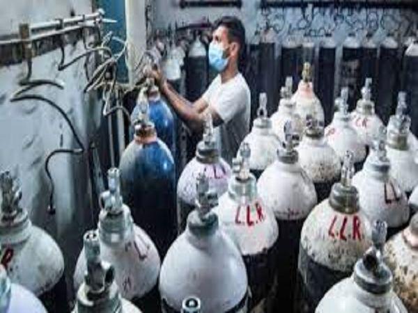 बीएसपी कर्मी ऑक्सीजन आपूर्ति के लिए दिन रात काम कर रहे रहै।