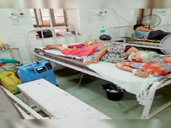 टोंक। सआदत अस्पताल में ऑक्सीजन कंन्स्ट्रेटर आने के बाद मरीजों को ऑक्सीजन मिलने में राहत मिली। - Dainik Bhaskar