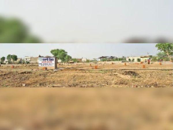 मालपुरा। अजमेर रोड श्मशान के पास हातकी के रास्ते पर अवैध आवासीय कॉलोनी। - Dainik Bhaskar
