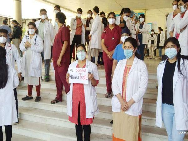 Madhya Pradesh Indore My Hospital Doctors Strike Over Over Non-Payment Of Salaries   सैलरी नहीं मिलने और अन्य मांगाें पर सुनवाई न होने से नाराज जूडा डॉक्टराें ने काम बंद किया, लिखा – न्याय बिना सर्विस नहीं