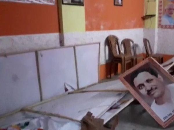 2 मई को चुनाव नतीजे आने के बाद से बंगाल में टीएमसी और भाजपा कार्यकर्ताओं के बीच हिंसा जारी है।