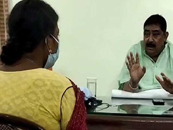 भाजपा ने आरोप लगाया था कि बीरभूम में उसकी दो महिला बूथ एजेंट्स के साथ रेप किया गया। लेकिन, बाद में इनमें से एक महिला ने तृणमूल दफ्तर में हुई प्रेस वार्ता में इससे इनकार कर दिया।