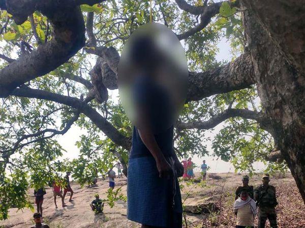 पिता की लाश पेड़ से बने फंदे से लटकी मिली।