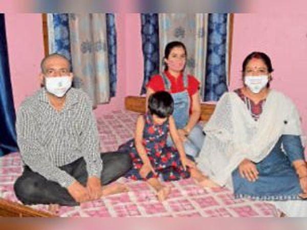 राजीव उनकी पत्नी अलीशा और दोनों बेटियां अब पूरी तरह से फिट। - Dainik Bhaskar