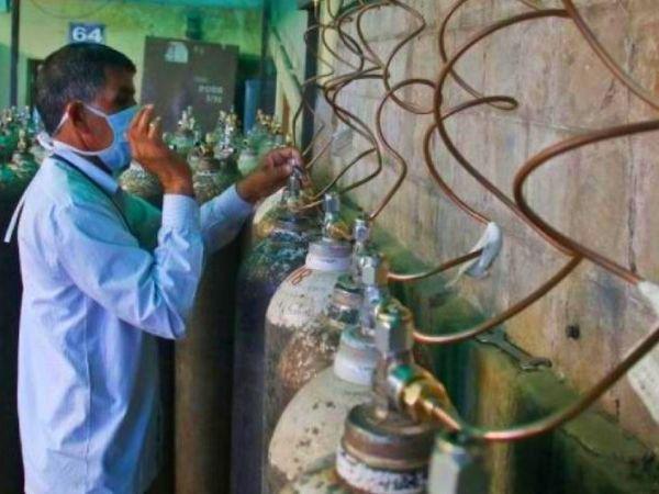 मुंबई मनपा के अस्पतालों में लगाया ऑक्सीजन प्लांट और कोविड सेंटरों तक ऑक्सीजन पहुंचने तक रखी गई बारीक निगरानी।
