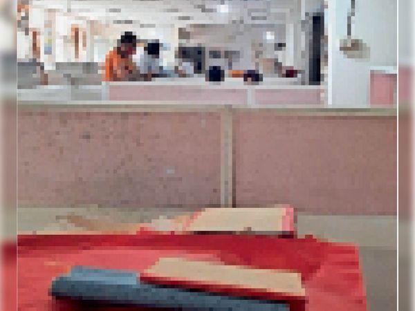 पटवारियों की हड़ताल के कारण पटवारखाने में प्रभावित रहा कामकाज। - Dainik Bhaskar