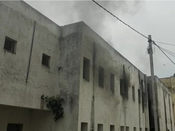 स्वास्थ्य विभाग के जीएनएम सेंटर के स्टोर में आग की घटना। - Dainik Bhaskar