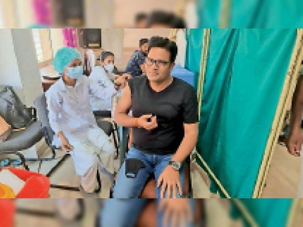 वैक्सीनेशन के दाैरान एसपी ने आगेे रहकर लगवाए थे दाेनाें डाेज। - Dainik Bhaskar
